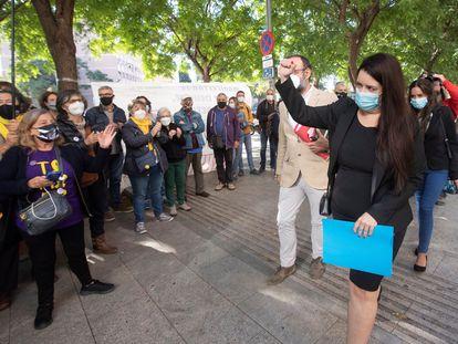 Tamara Carrasco, a su llegada al juicio que ha afrontado por incitación a cometer desórdenes públicos.