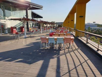 Terraza del centro comercial Luz del Tajo en Toledo, el pasado 6 de julio.
