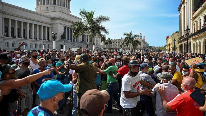 Cuba vive las mayores protestas contra el Gobierno desde la crisis de los  años noventa   Internacional   EL PAÍS