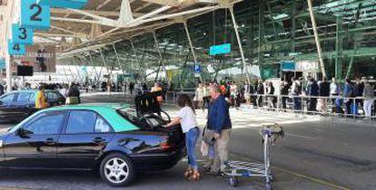 Parada de taxis en el aeropuerto de Lisboa.