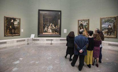 Una visita privada al Museo del Prado, en marzo, en la sala 12 que preside 'Las meninas', de Velázquez.