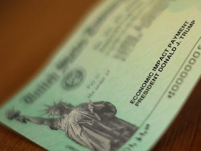 Cheque de ayuda económica que el Gobierno de EEUU entrega a afectados del coronavirus