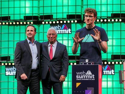 Desde la izquierda, el alcalde de Lisboa, Fernando Medina; el primer ministro de Portugal, António Costa, y el director de la feria, Paddy Cosgrave.