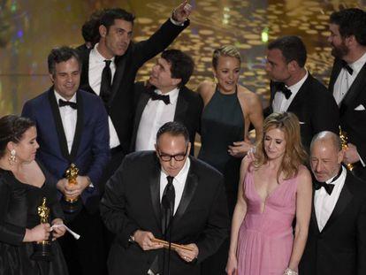 El equipo de 'Spotlight' en el momento de recoger el Oscar a la Mejor Película.