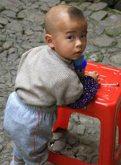 El gobierno chino quiere prohibir la adopción a las personas solteras, obesas, mayores de 50 años o con ingresos bajos.