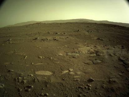 Una de las imágenes enviadas por 'Perseverance' desde la superficie de Marte.