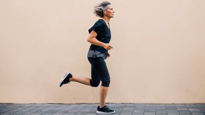 Las personas que hacen ejercicio con frecuencia tienen muchas menos probabilidades de sufrir infartos que aquellas que llevan una vida sedentaria.