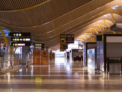 Aeropuerto de Barajas, el 8 de abril, prácticamente vacío.