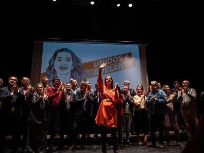 Inés Arrimadas (centro), rodeada de los principales dirigentes de Cs, este sábado en un acto en Madrid.
