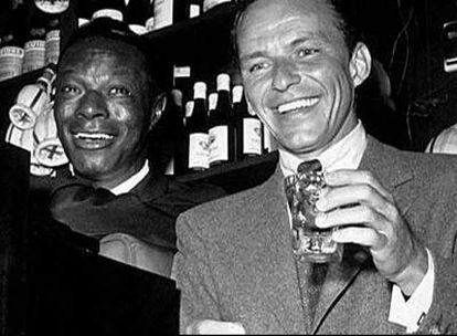 Nat King Cole y Frank Sinatra, en un fotograma de <i>3055 Jean Leon.</i>