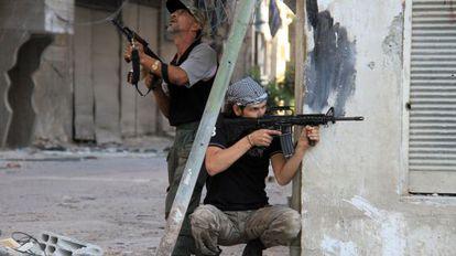 Dos rebeldes en Damasco, donde las mujeres ofrecen sus servicios sexuales.