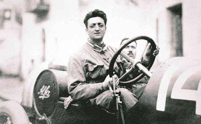 Enzo Ferrari a bordo de un Alfa (Anonima Lombarda Fabbrica de Automobili)
