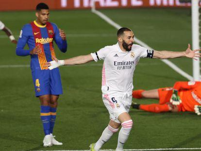 Benzema celebra su gol ante el Barcelona este sábado en Valdebebas.