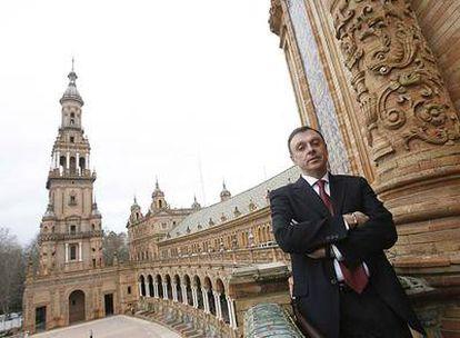 Jaime Palop, en la Plaza de España de Sevilla, donde tiene su sede la Agencia Andaluza del Agua.