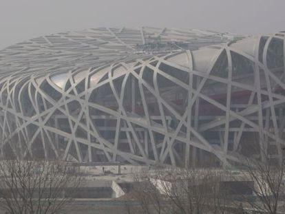 El Estadio Nacional de Pekín difuminado por la contaminación aérea en 2008.