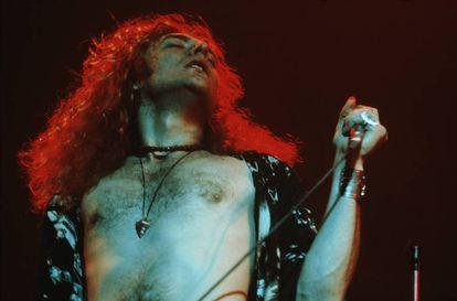 Robert Plant, cantante de Led Zeppelin, en 1971. Los hay que sostienen que si escuchas al revés 'Stairway to heaven' puedes oír un mensaje satánico.
