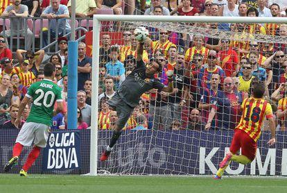 Claudio Bravo, durante el partido frente al Athletic.