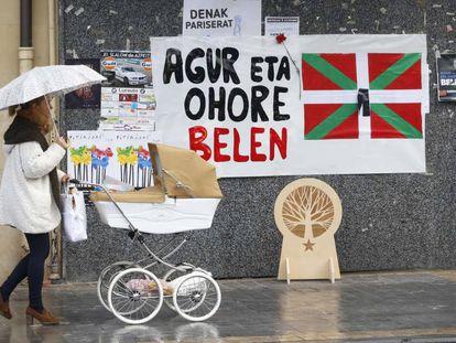 Un cartel en Lazkao (Gipuzkoa) recuerda a la etarra Belén González Peñalba.