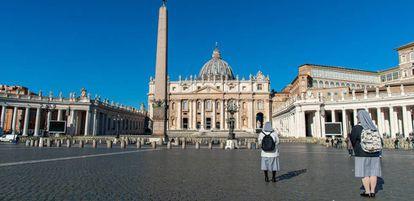 Vista de la plaza de San Pedro, en Roma, sin apenas visitantes