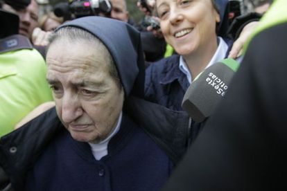 Sor María, a la salida del juzgado en abril pasado.