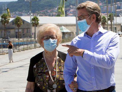 Feijóo, junto a su madre, el pasado sábado en Vigo.