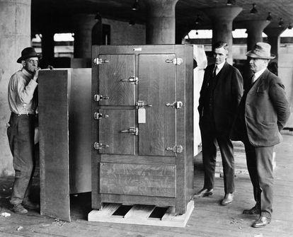 Imagen del primer frigorífico, fabricado por Delco Light Company, subsidiaria de General Motors.