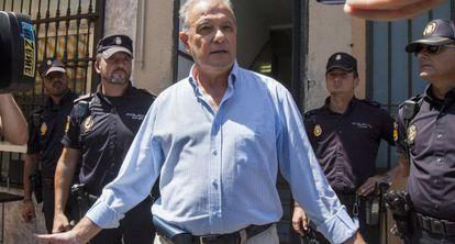 Ángel Ojeda, a su salida de los juzgados de Cádiz tras declarar.