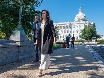 La presidenta de la Comunidad de Madrid, Isabel Díaz Ayuso, en las inmediaciones del Capitolio, el 29 de septiembre en Washington (EE UU).