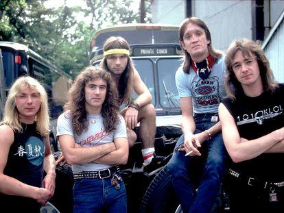 Iron Maiden en 1983. De izquierda a derecha: Dave Murray, Steve Harris, Bruce Dickinson, Nicko McBrain y Adrian Smith.