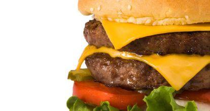 Una suculenta hamburguesa con doble de queso.
