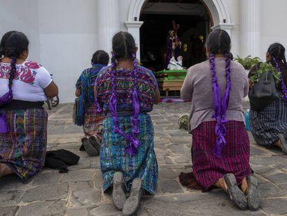 Un grupo de mujeres en la comunidad de San Martín Jilotepeque, en Guatemala.
