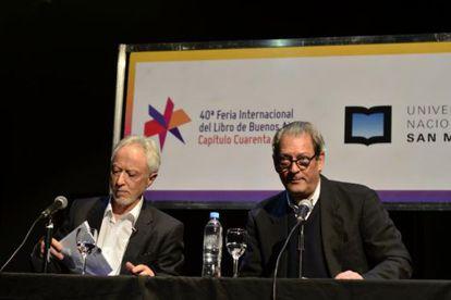 J. M. Coetzee (izquierda) y Paul Auster, durante el diálogo que mantuvieron en la Feria del Libro de Buenos Aires.