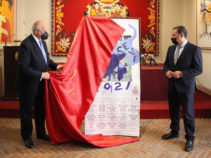 Ramón Valencia (izquierda) y Ricardo Sánchez, delegado de Gobernación de la Junta, en el acto de presentación del abono de 2021.