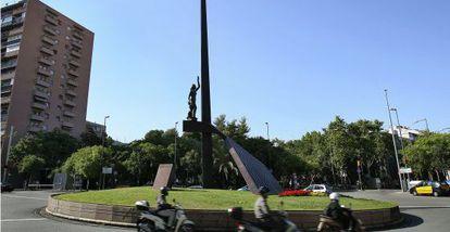 El monumento a la República en la plaza de Llucmajor, en Barcelona.