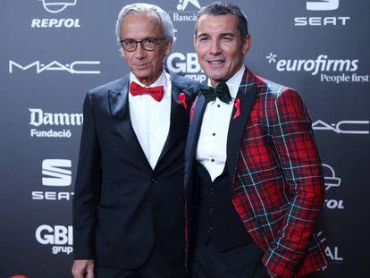 El presentador Jesús Vázquez (derecha), junto al doctor Bonaventura Clotet. En vídeo, la gala por la lucha contra el Sida recauda 720.000 euros.