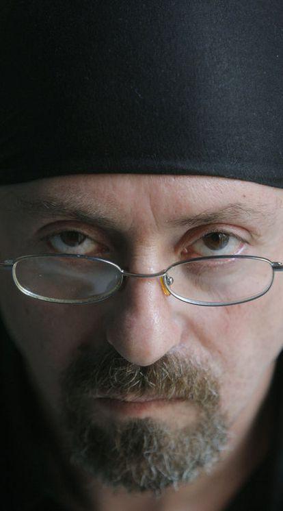 Salem ha publicado seis libros de relato, novela y poesía.