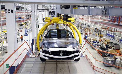 Cadena de producción del Maserati Ghibli en la factoría de Grugliasco, Turín (Italia), del grupo Fiat.