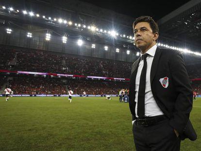 Marcelo Gallardo, entrenador de River Plate, antes del comienzo de un partido de la Recopa Sudamericana.