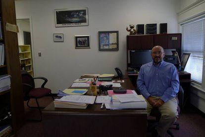 Harry Wilson, profesor del colegio Roanoke, en su oficina.