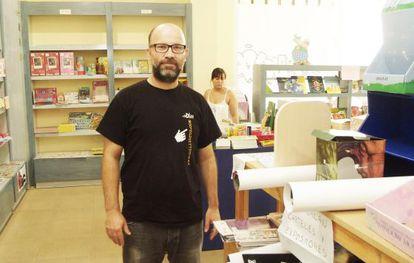 Manuel García Iborra, el pasado 31 de agosto, en el último día de la librería Sintagma, en El Ejido.