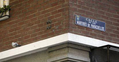 Placa de la calle de los Mártires de Paracuellos, en Madrid.