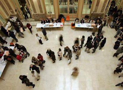 Colegio electoral en la sede del Ministerio de Educación, en Madrid, en las elecciones generales de 2008.