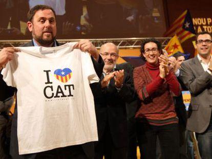 Junqueras y su plana mayor en el mitin de final de campaña en Girona.