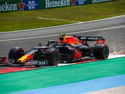 Checo Pérez durante el Gran Premio de Portugal, este domingo.