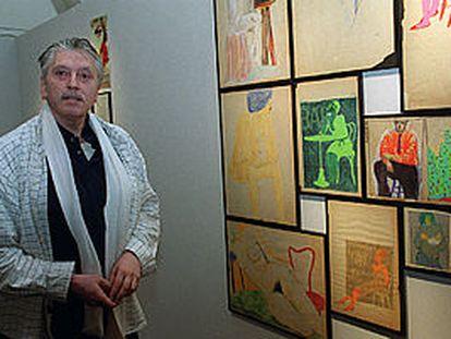 Iván Zulueta, junto a parte de su obra.