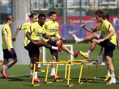 Semedo, junto a sus compañeros, Rakitic, Lenglet, Griezmann y De Jong, en un entrenamiento del Barcelona.