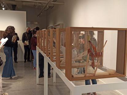 Algunas de las 38 cajas de 'Viatge d'hivern', de Antoni Llena, de 2003, que se puede ver en la Fundación Vila Casas.