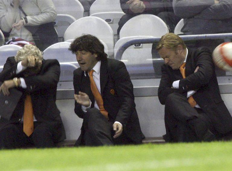 Tony Bruins, José Mari Bakero y Ronald Koeman, técnicos del Valencia, ayer en San Mamés.