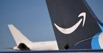 Logo de Amazon en uno de sus aviones de carga