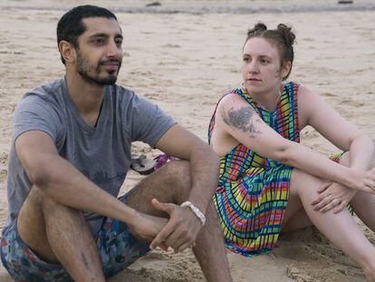 Riz Ahmed y Lena Duhman, en el primer capítulo de la sexta temporada de 'Girls'.